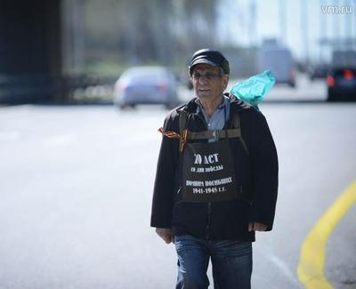 Армянская диаспора встретила 76-летнего пенсионера, пришедшего в Москву из Еревана пешком