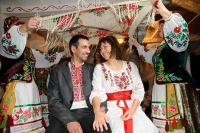 Барнаульцам показали свадебные наряды и обряды