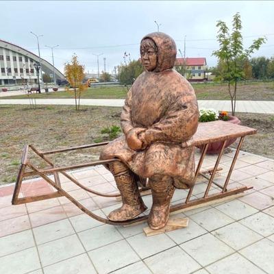 В Лабытнанги установили скульптуру оленевода