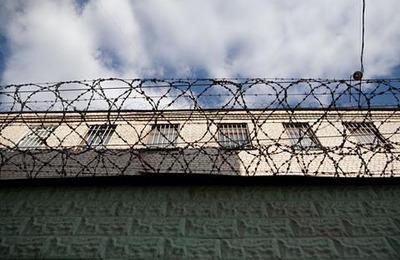 Прокуратура Крыма хочет наказать заключенного за нацистскую татуировку