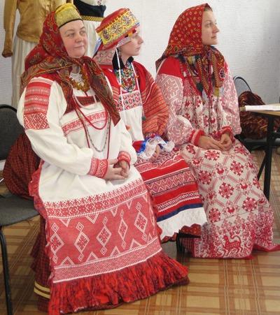 В Абакане демонстрируют старинные костюмы из Рязани