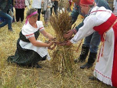 """На юсьвинских """"Зажинках"""" научат варить коми-пермяцкое пиво и плести веники"""