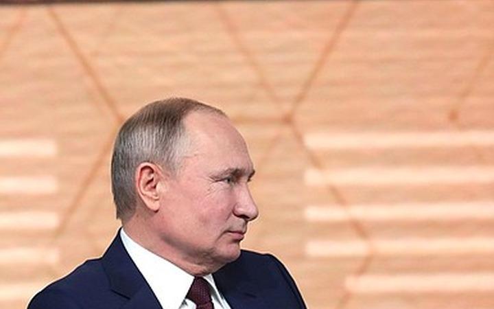 Путин: Мы мало уделяем внимания языкам, культуре и обычаям народов России