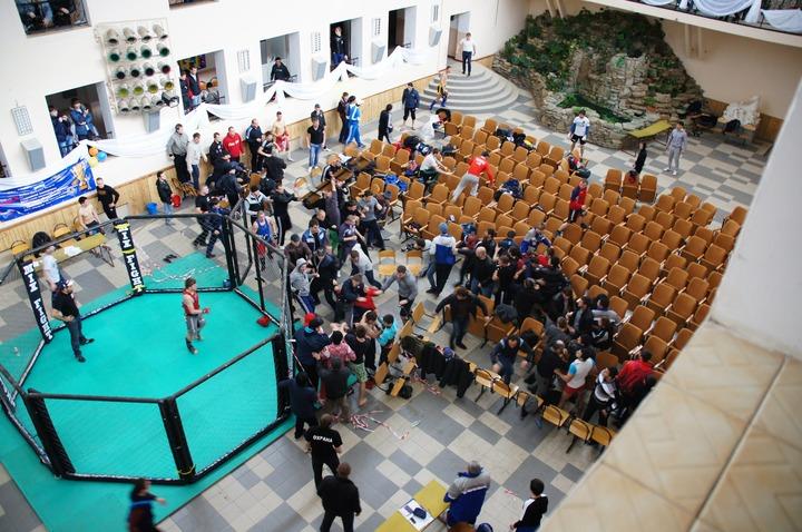 В Краснодаре чемпионат по боям без правил перерос в драку между спортсменами из Дагестана и местными жителями