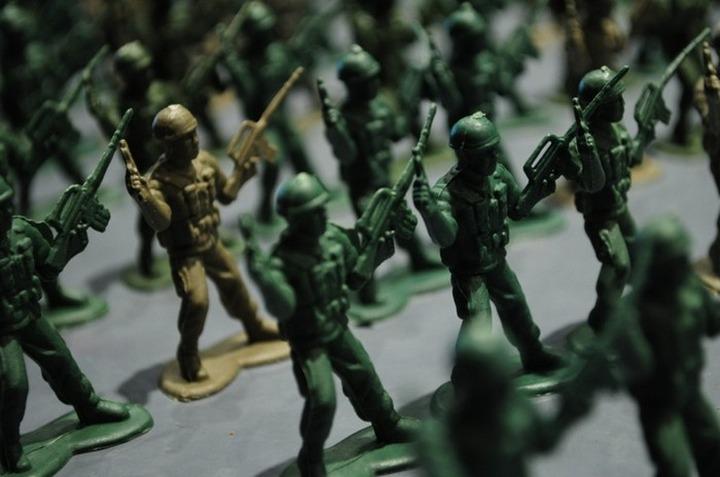 """Возбуждено уголовное дело по факту продажи солдатиков-нацистов в """"Детском мире"""""""