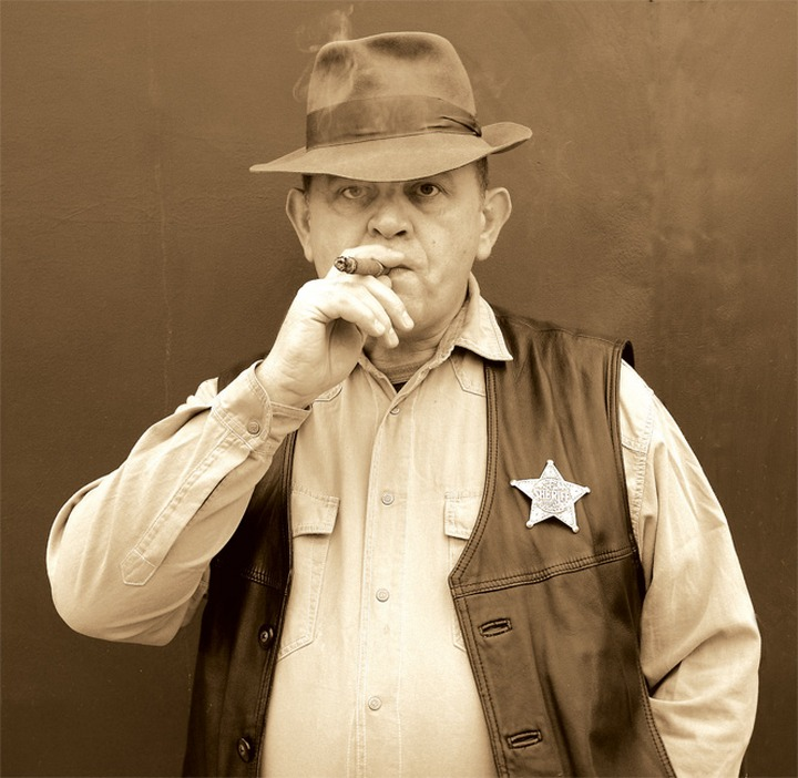 После стихийного митинга против мигрантов губернатор Ленобласти предложил ввести должность шерифа