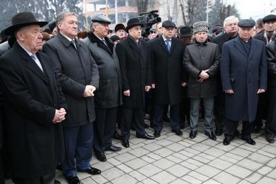 В Нальчике прошел траурный митинг в память о депортации балкарского народа