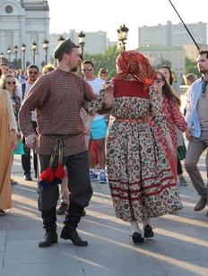Представитель церкви призвал не возмущаться лезгинкой на улицах, а исполнять русские танцы