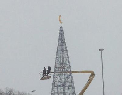 В Татарстане установили елку с полумесяцем