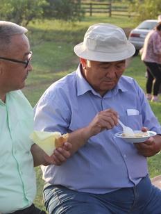 Три котла вареной сметаны съели на празднике в Осинском районе Иркутской области