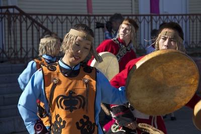 В Хабаровске провели обряд одевания якутской невесты