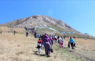 В Башкортостане прошел флешмоб в защиту священной горы Торатау