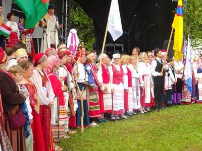 На дне сетуского королевства в Обинице выступили российские ансамбли