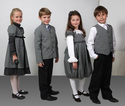 Онищенко: Форма для российских школьников должна быть бесплатной