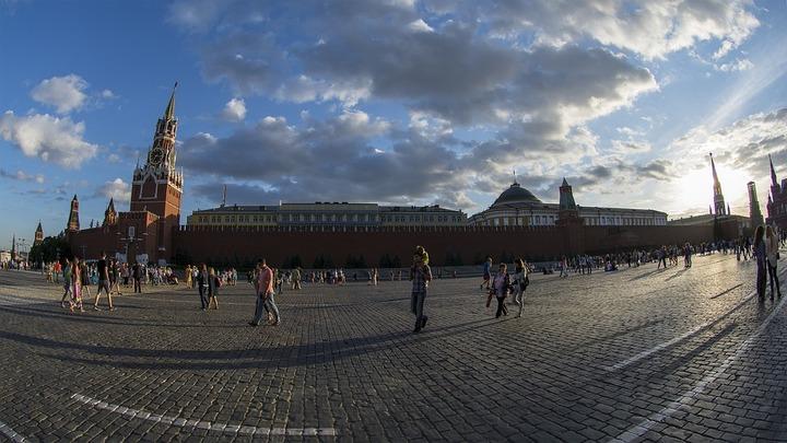 Осетины станцуют симд на Красной площади перед матчем между Россией и Хорватией