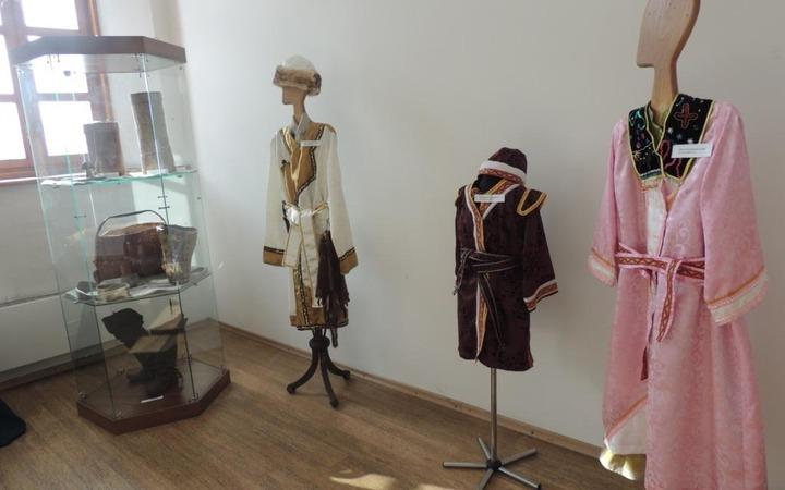 На выставке в Кузнецкой крепости демонстрируют подлинные шорские костюмы