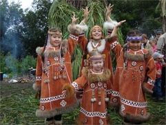 В Ханты-Мансийске встречают лето и чествуют трясогузку