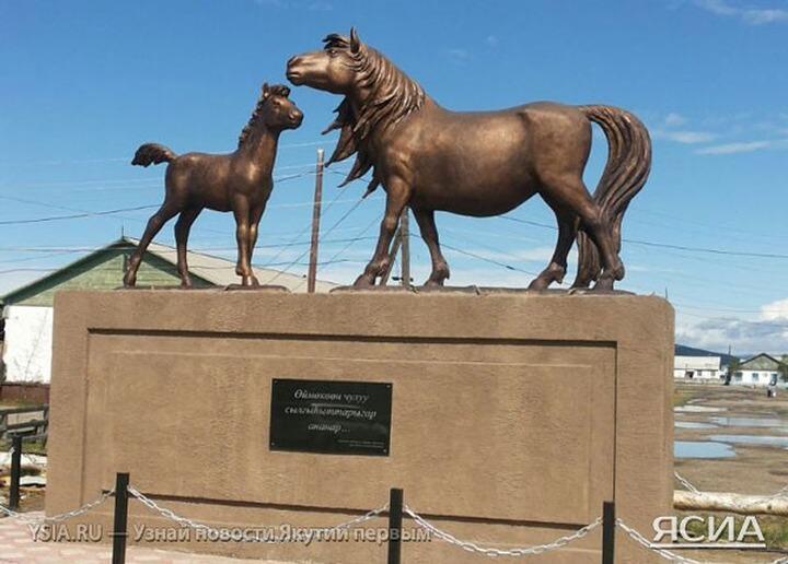 Якутским лошадям возвели памятник