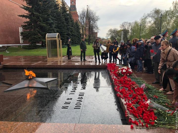 Национальные активисты Москвы возложили цветы к Вечному Огню