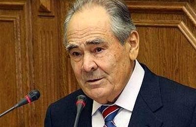 Минтимер Шаймиев вылетел на встречу с экс-главой крымских татар