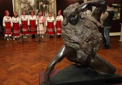 Посмертную маску скульптора Эрьзи и редкие фото покажут на выставке в Москве