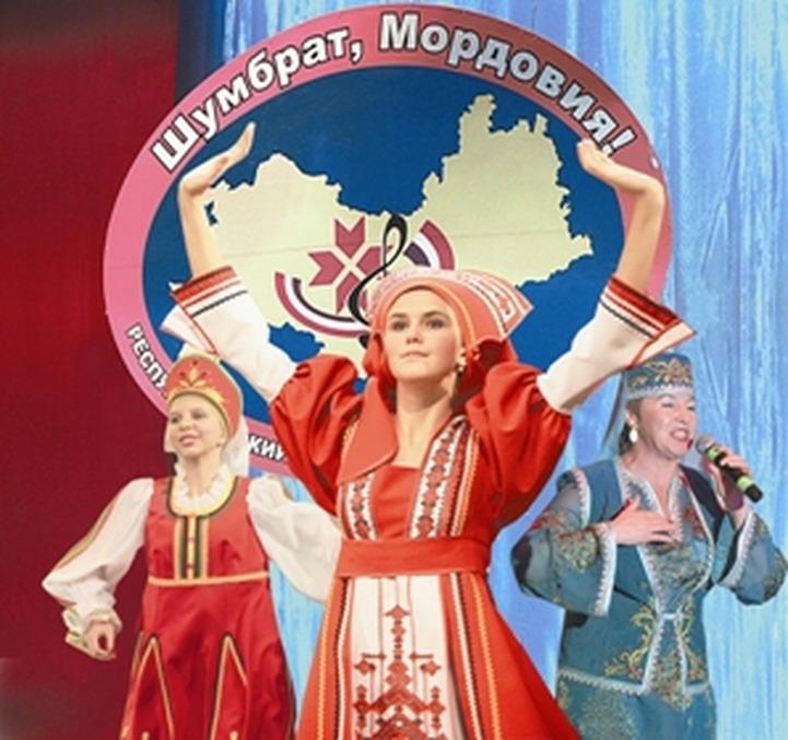 """На фестивале """"Шумбрат, Мордовия!"""" звучат русские, мокшанские и эрзянские песни"""