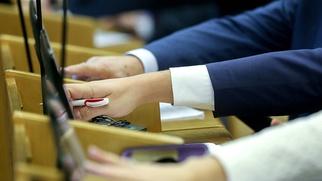Госдума в окончательном чтении приняла закон о смягчении 282-й статьи