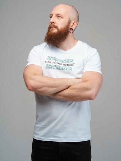 """""""Время действовать"""": В Петербурге выпустили футболки с надписями на национальных языках"""