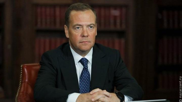 """Медведев попросил регионы заняться """"анклавами мигрантов"""" на окраинах городов"""