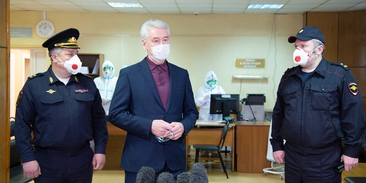 Мэр Москвы заявил, что всем заболевшим коронавирусом мигрантам оказывают медицинскую помощь