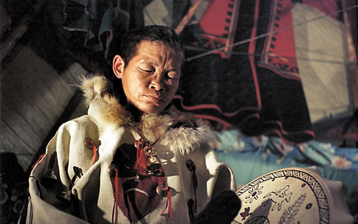 Шаман Коля раскурит трубку мира в Международный День защиты холода