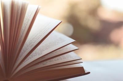 В Карачаево-Черкесии издали сборник сказок на пяти языках региона