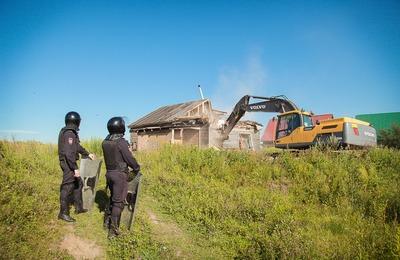 В тульском поселке снова начали сносить цыганский самострой