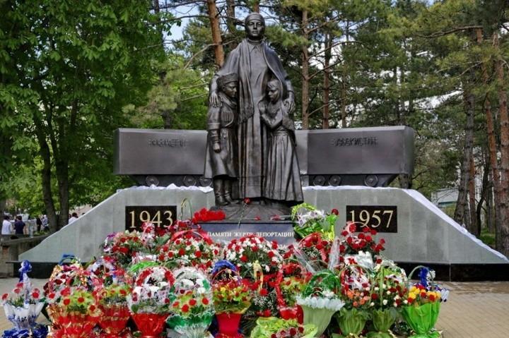 В Карачаево-Черкесии отметили День возрождения карачаевского народа