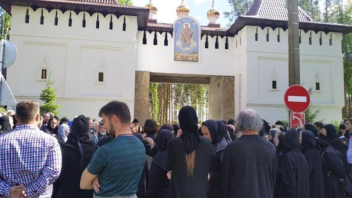 Отрицающий коронавирус священник отстранил настоятельницу и захватил монастырь в Свердловской области