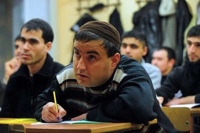 Мигранты смогут сдать пробный обязательный экзамен через интернет