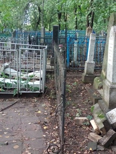 В Татарстане вандалы разгромили татарское кладбище