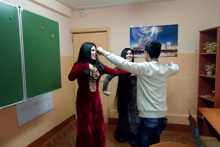 Студентам ростовского вуза запретили носить национальную одежду