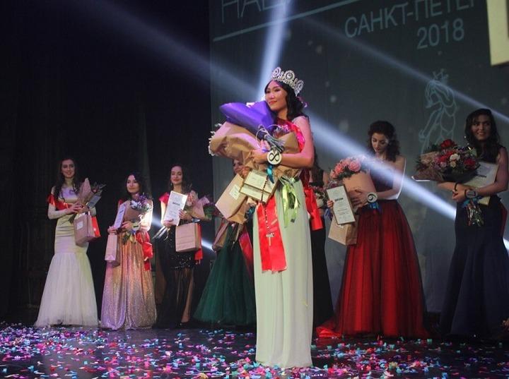 """""""Национальной красой Петербурга"""" стала бурятка"""