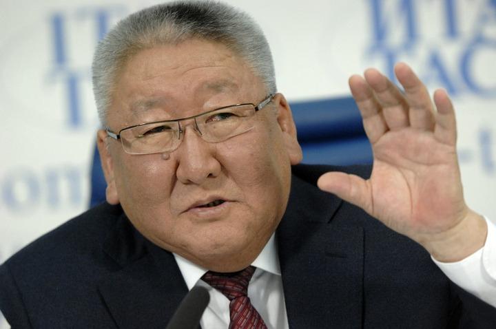 Глава Якутии заявил о недопустимости конкуренции между русским и родными языками