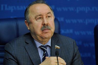 Газзаев призвал российские телеканалы показывать советские фильмы о войне во время самоизоляции