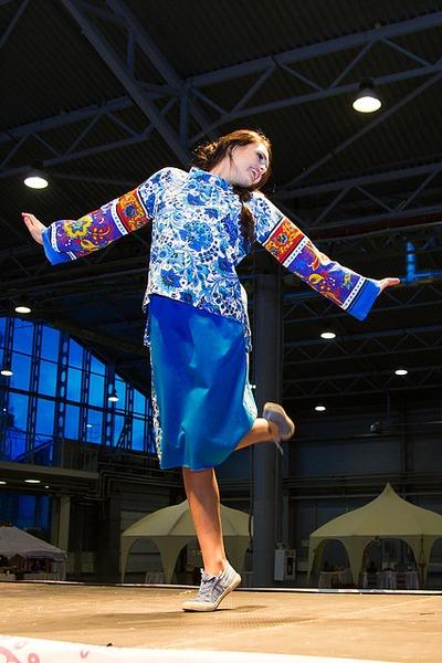 Жителей Петербурга учили танцевать кадриль польку и лезгинку