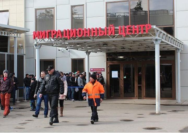 Чиновники пообщались с иностранцами в подмосковном миграционном центре