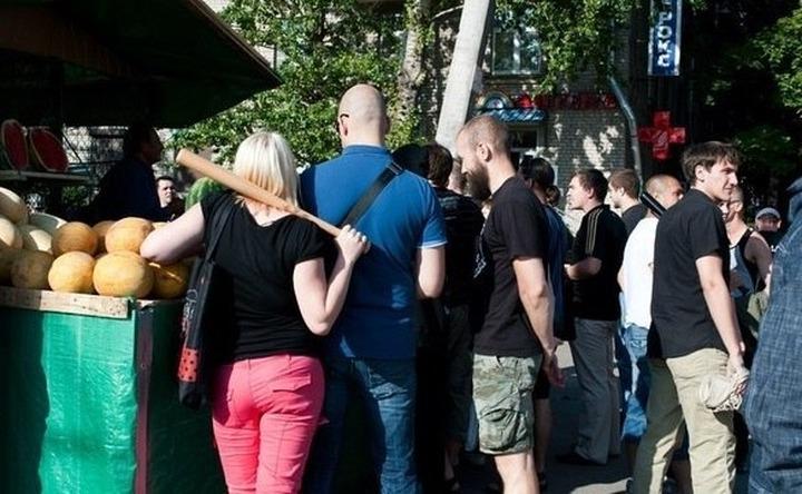 """Националистов, участвовавших в """"зачистках"""" петербургских рынков, задержала полиция"""