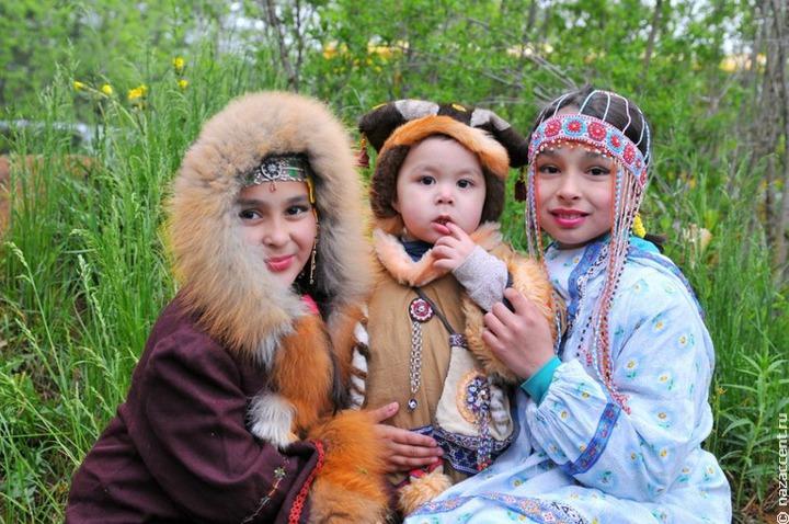 Магаданские эвены отметили национальный Новый год обрядом и танцем