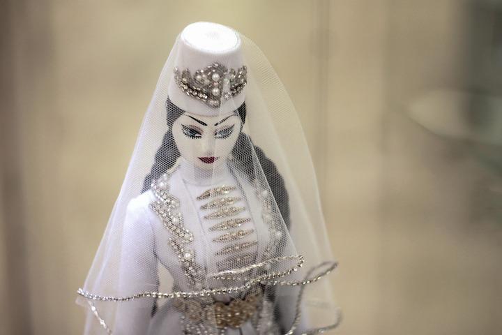"""Куклы в национальных костюмах на """"Живом источнике"""""""