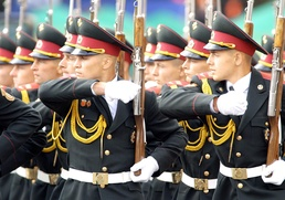 В Госдуме предложили перенести День защитника Отечества на лето