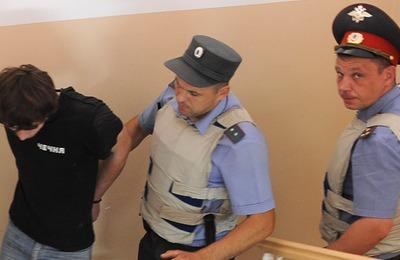 Подозреваемым в убийстве пугачевского десантника запретили передачи