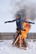 Под Ельцом реконструкторы и иностранные студенты сожгли Белого Ходока