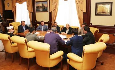 """Лидер мусульман Крыма попросил не политизировать 18 мая """"стоянием на площадях"""""""